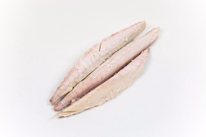 Gerookte makreel schoongemaakt